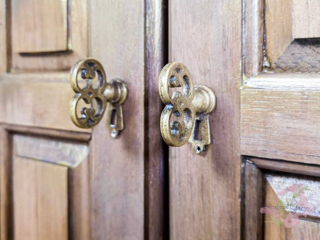 Antique brass vintage Key style knobs for cabinet door hardware,